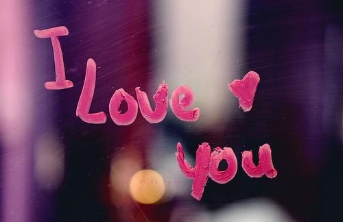 صورة كلمة بحبك بالانجليزي , الحب واحد برغم اختلاف النطق بكل لغة