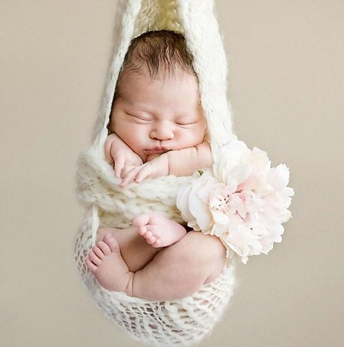 صور تفسير حلم الطفل اليتيم