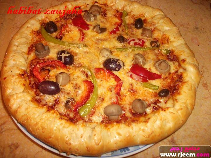 صور طريقة عمل البيتزا بالجبنة البيضاء , طريقة سهلة للبيتزا بطعم الجبنة