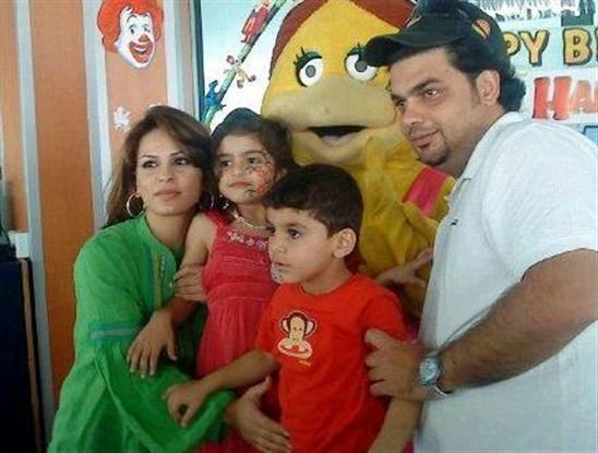 صورة عائلة حلا ترك , سورية تظهر لاول مرة مع عائلتها