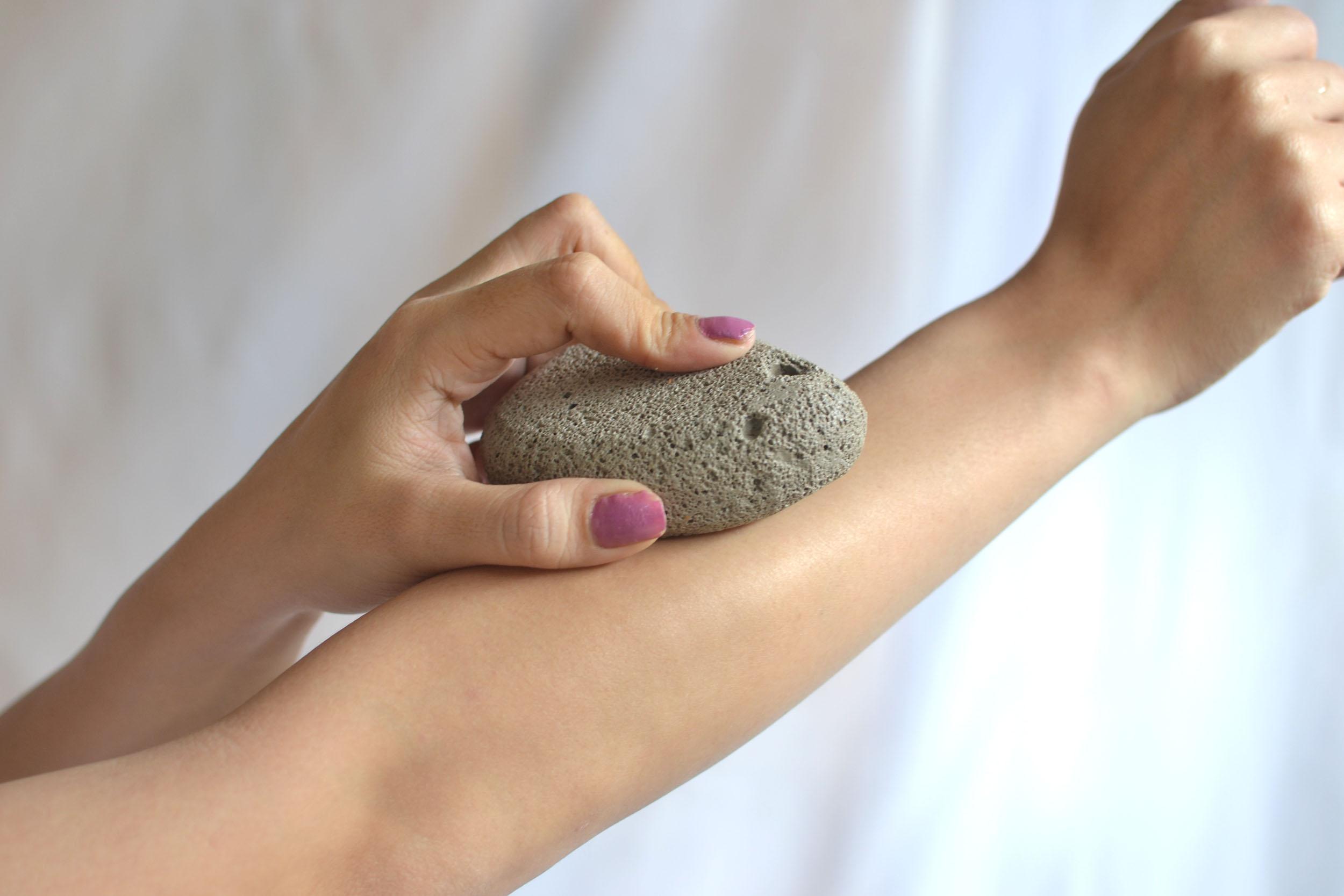حجر الخفاف لإزاله الشعر