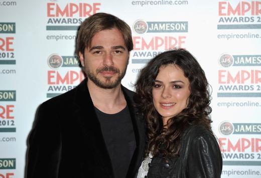 صورة ميرا سنوات الصفصاف وزوجها الحقيقي , صور فنانين تركيين و ازواجهم