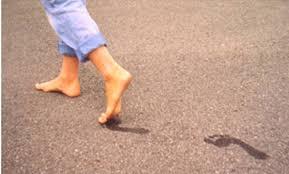 بالصور تفسير حلم المشي حافي القدمين download 16