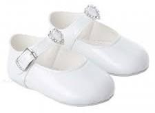 صورة تفسير حلم الحذاء الابيض , تاويل النعل في المنام