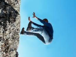 صورة تفسير حلم السقوط من مكان مرتفع