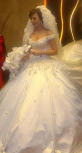 صورة تفسير حلم فستان الزفاف