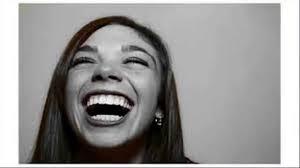 صورة تفسير حلم الضحك