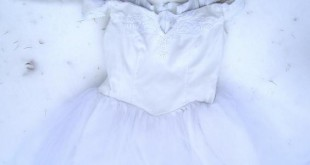 صورة تفسير رؤيا الفستان الابيض