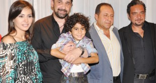 لن تصدق كمية الشبه بين هذا الفنان و ابنه , ابن كريم عبد العزيز